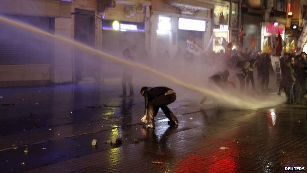 water cannon Istanbul 08 Feb 14