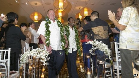 Gay wedding in Waikiki, Hawaii (Dec 20130
