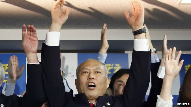 Japan's former health minister Yoichi Masuzoe cheers with supporters at his office in Tokyo 9 February 2014
