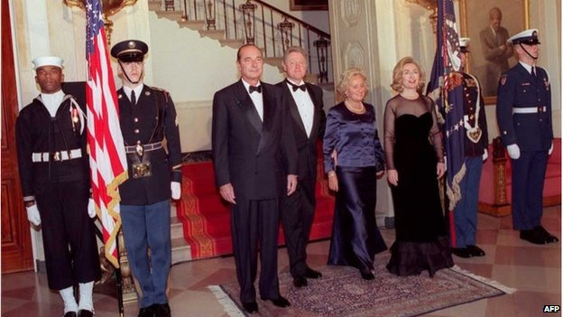 French President Jacques Chirac and US President Bill Clinton, joined by their wives, during a 1996 state visit