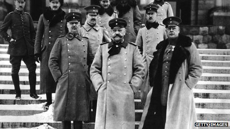 German general Paul von Hindenburg, centre