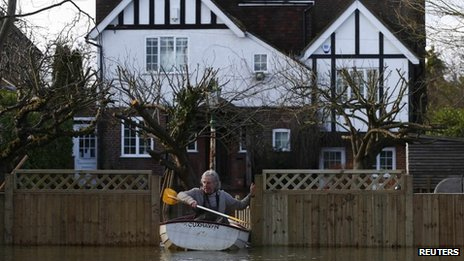 Man uses canoe to leave flooded house in Wraysbury