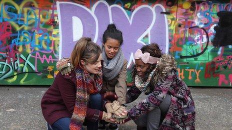 Dixi cast in front of graffiti