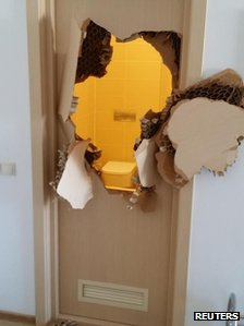 Broken bathroom door in Sochi (9 February 2014)