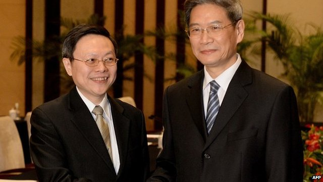 Taiwanese official Wang Yu-chi (left) shakes hands with his mainland Chinese counterpart Zhang Zhijun at the start of their meeting in Nanjing on 11 February 2014