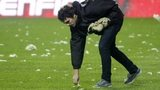 Man picks glass wool off Benfica pitch