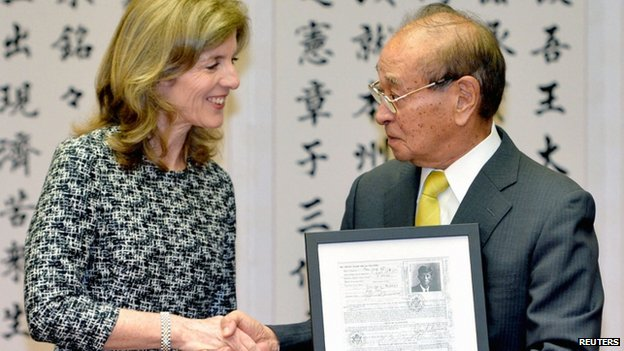 US envoy Caroline Kennedy shakes hands with Okinawa Governor Hirokazu Nakaima in Okinawa, 12 February 2014