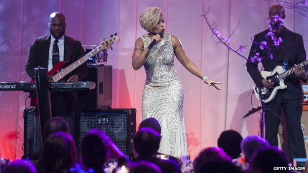 Mary J Blige (centre) performed at the state dinner at the White House in Washington DC on 11 February 2014