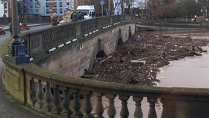 Debris against Worcester bridge