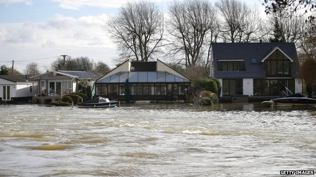 High water levels in the river Thames threaten housing near Penton Hook Weir
