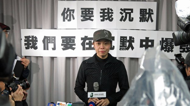 Li Wei-ling, former talk show host of Hong Kong Commercial Radio, speaks at a press conference in Hong Kong, 13 Feb 2014. (Photo by Martin Yip/BBC Chinese)