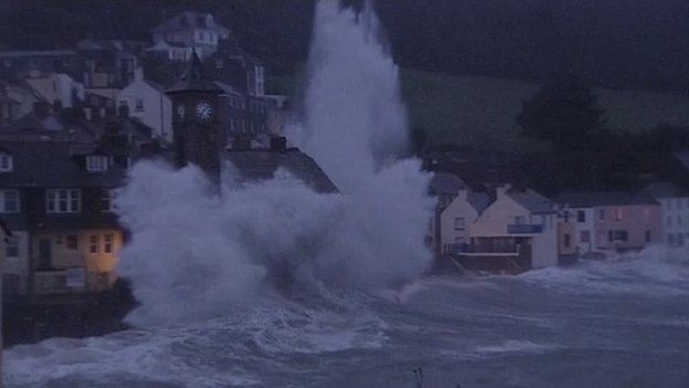 Kingsand is hit by a huge wave