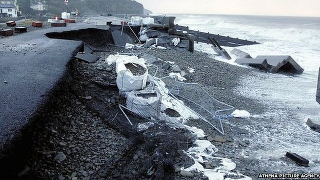 Damage to road at Amroth