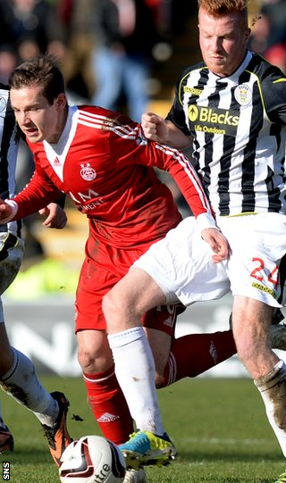 Aberdeen's Peter Pawlett (centre) is challenged by Conor Newton