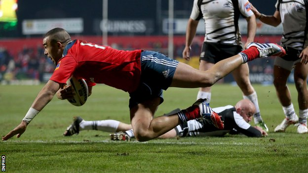 Simon Zebo scores a try for Munster against Zebre