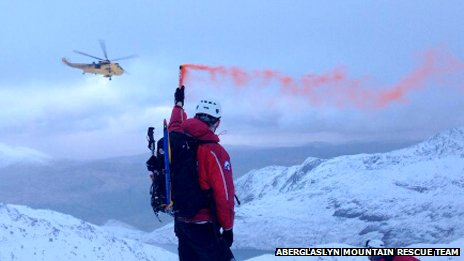 Walkers in 1,000ft avalanche fall on Snowdon