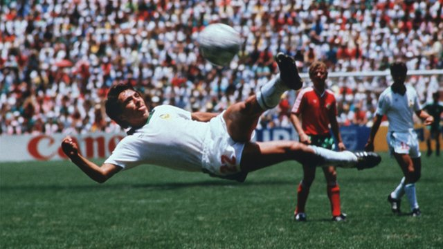 Manuel Negrete scores against Bulgaria