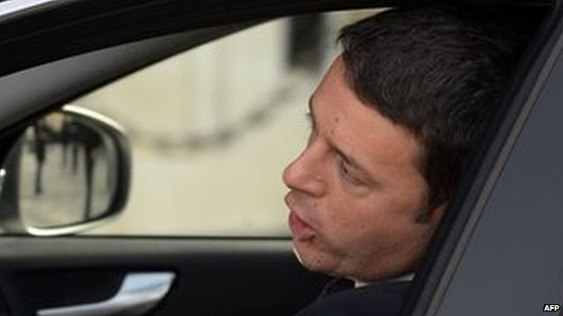Matteo Renzi arrives for talks at the presidential palace (17 Feb)