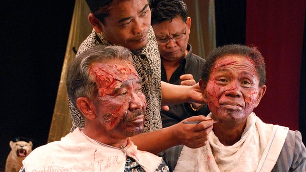 Anwar Congo (right) being made up ahead of filming a scene for The Act of Killing