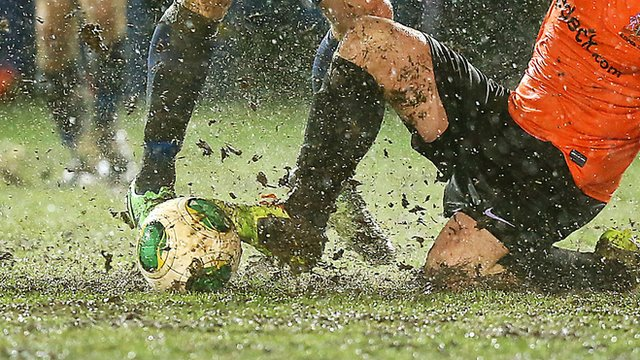 Match action from Ballinamallard against Glenavon which was abandoned after 32 minutes