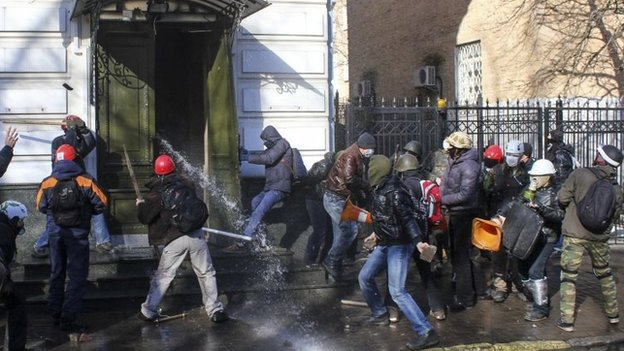 Anti-government protesters attack an office of the pro-presidential Party of the Regions in Kiev, February 18, 2014.