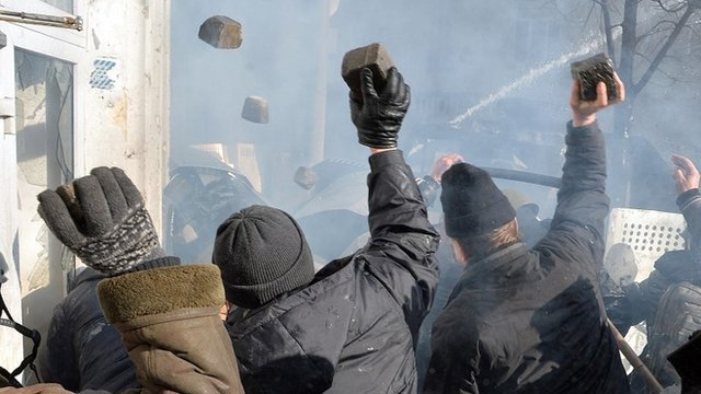 Deadly clashes erupt in Ukraine
