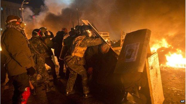 Protesters behind barricades in Kiev, Ukraine (18 Feb 2014)
