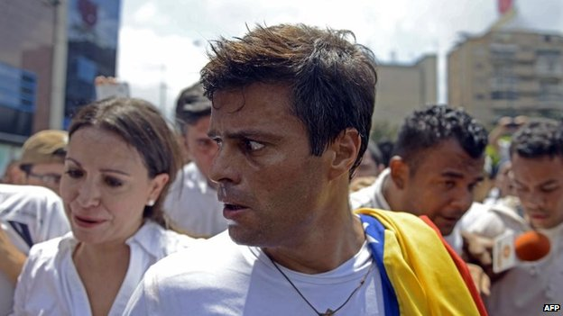 Leopoldo Lopez prepares to turn himself in to the national guard during a demonstration in Caracas on 18 February, 2014