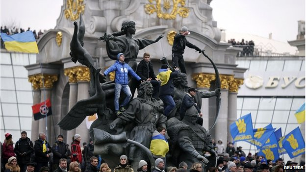 Demonstrators on Kiev's Maidan 1 December 2013