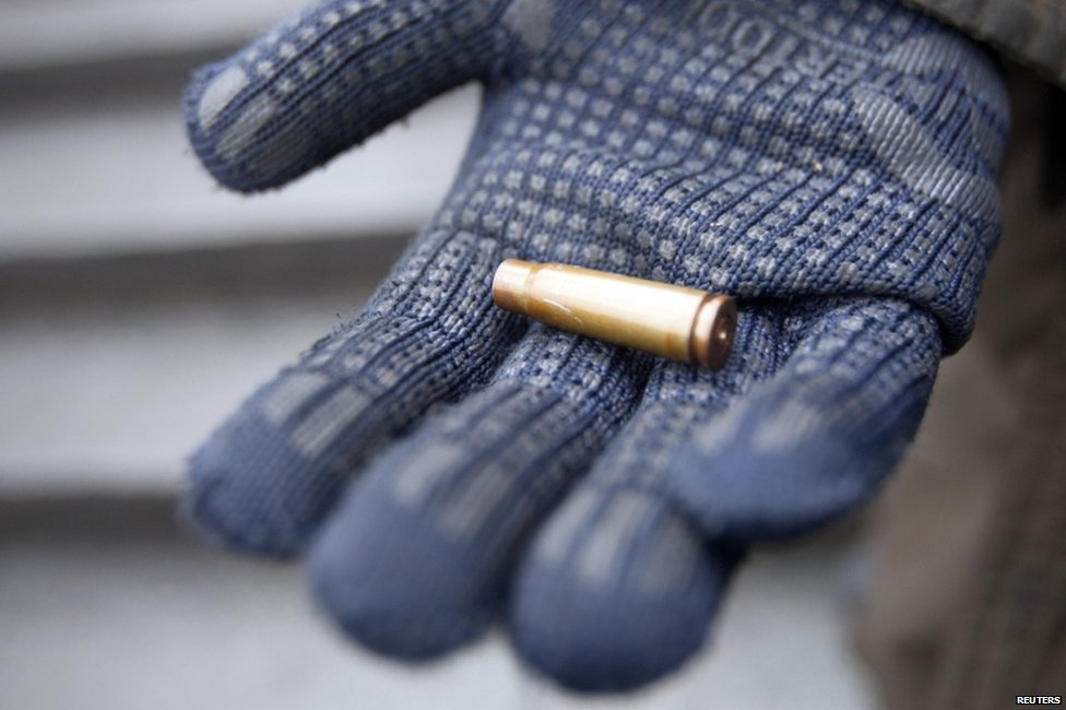 Anti-government protester shows empty cartridge in Kiev (20 February 2014)