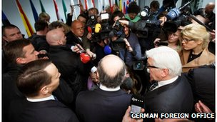 3 EU foreign ministers talk to journalists in Kiev after meeting opposition leaders