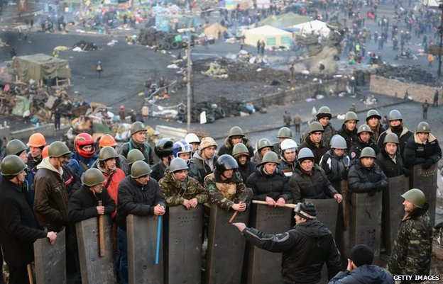 Anti-government protesters man the front line barricades following yesterdays clashes with police in Independence square, on February 21