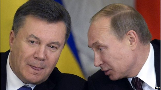 Vladimir Putin (R) talks to Ukrainian President Viktor Yanukovych during a signing ceremony at the Kremlin in Moscow, on December 17, 2013