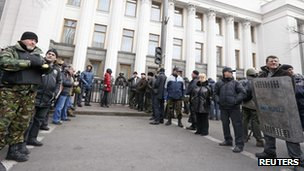 Anti-government protesters guard the entrance to parliament in Kiev (Feb 22)