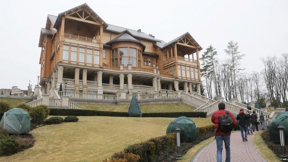 Official president's residence in Kiev, Ukraine (22 Feb 2014)