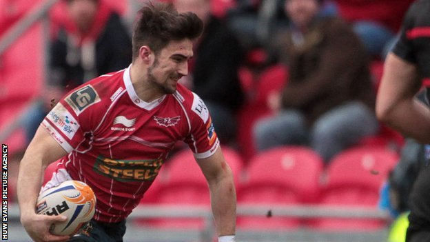 Jordan Williams scores for Scarlets