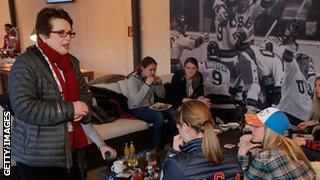 Billie-Jean King visits the US team in Sochi