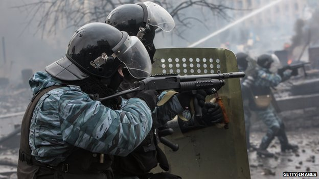 Berkut firing rubber bullets during Kiev clashes, 19 Feb 14