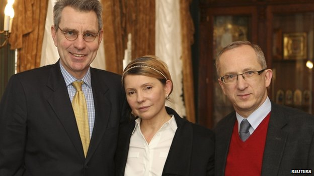 Ukrainian opposition leader Yulia Tymoshenko (C) meets with US ambassador to Ukraine Geoffrey Pyatt (L) and head of the EU delegation to Ukraine Jan Tombinski in Kiev, on 23 February 2014.