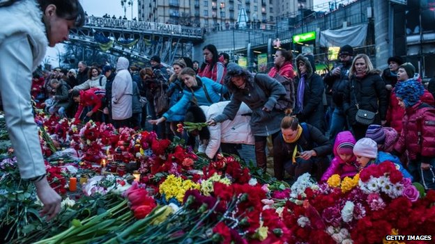 Flowers laid on a shrine in Independence Square, Kiev (23 Feb 2014)