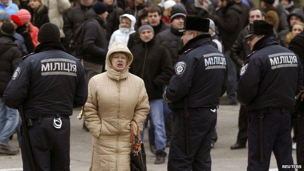 Police in Donetsk (23 Feb)