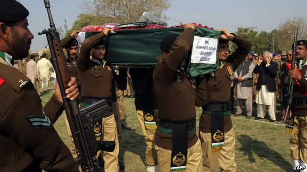 Pakistani soldiers carry the coffin of Major Jahanzeb Adnan, who was killed in an attack by militants near the northwestern city of Peshawar, at a funeral in Multan on February 20, 2014.