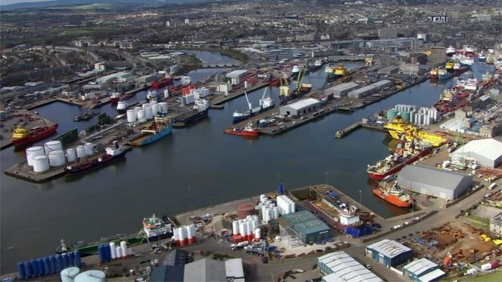 The industry peaked around the year 2000 when more than 4 million barrels where being produced every day. Aberdeen harbour became the busiest in Britain, transporting gas and oil industry goods to the North Sea oil platforms.