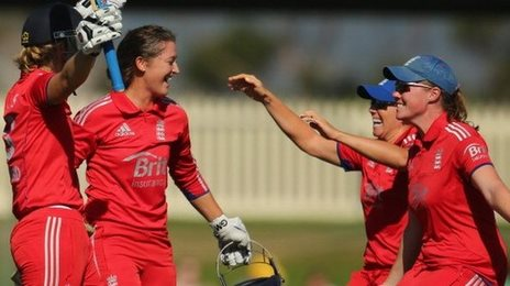 England women celebrate against Australia women