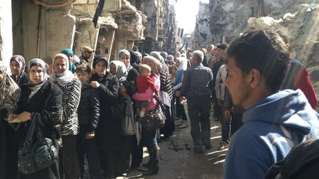 Queue for food in Yarmouk camp