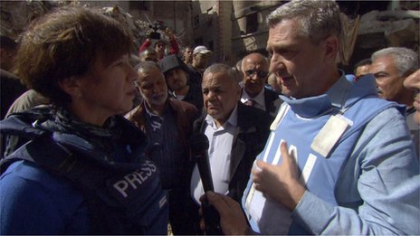 Filippo Grandi with Lyse Doucet in Yarmouk camp