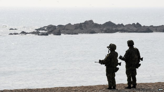 File photo: South Korean marines search for possible survivors and bodies from a sunken Patrol Combat Corvette PCC-772 Cheonan at Baengnyeong island near the border with North Korea, 30 March 2010