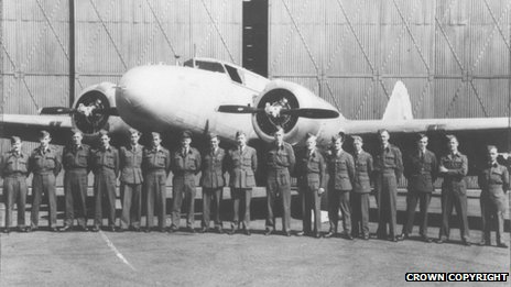 Boeing 247D with blind landing team