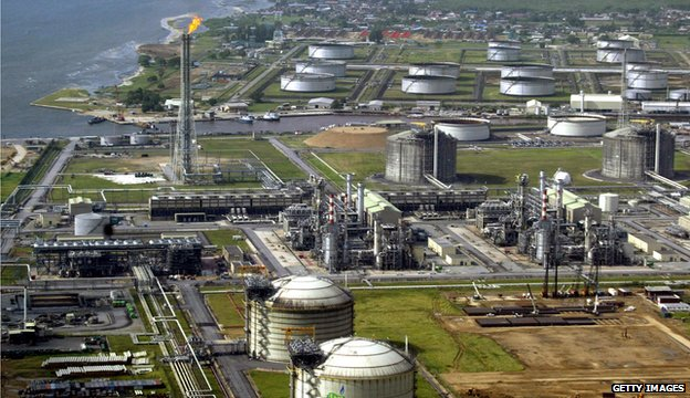 File picture of Nigeria oil terminal 2005