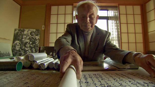 Itatsu-San unravelling a letter